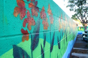 A mural covers a wall situated in the parking lot of Ameci Pizza on Lincoln Boulevard. (Photo by Daniel Archuleta)