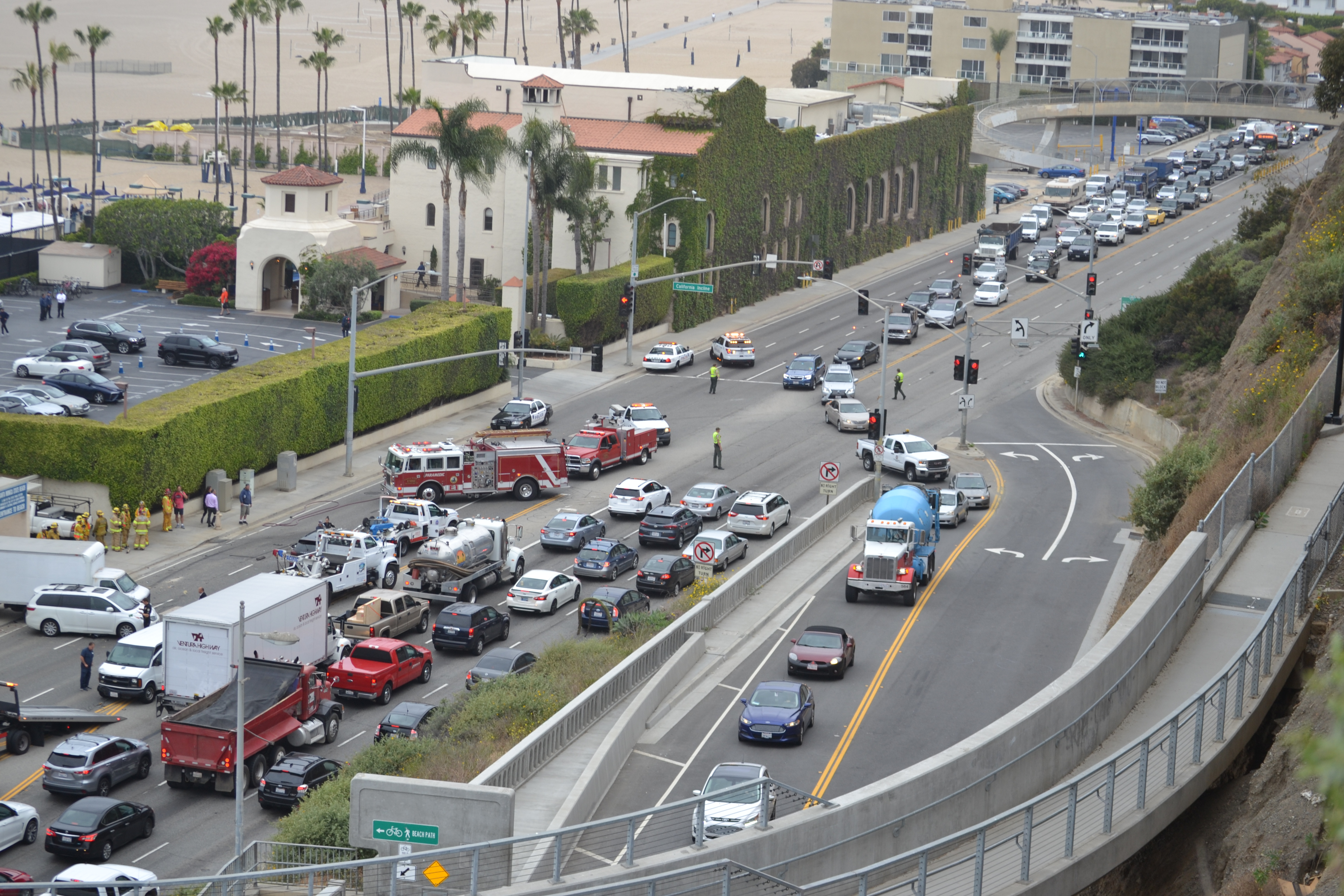 Accident closes PCH at the Incline - Santa Monica Daily Press